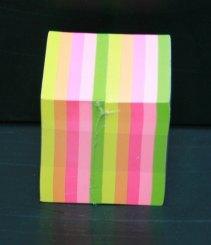 Упаковка разноцветных постов с клеевым слоем